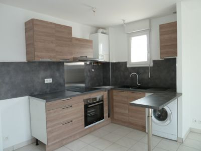 Appartement LAISSAC - 2 pièce(s) - 39 m² - Balcon & parking privatif