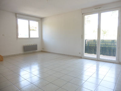 - A VENDRE - Appartement duplex de type 3, balcon, 2 parkings -...