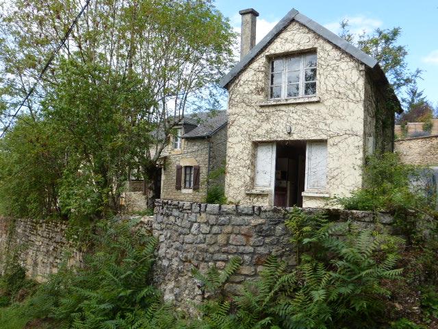 VENDU - Merci de votre confiance - Ensemble de deux petites maisons à 30 minutes de Rodez...