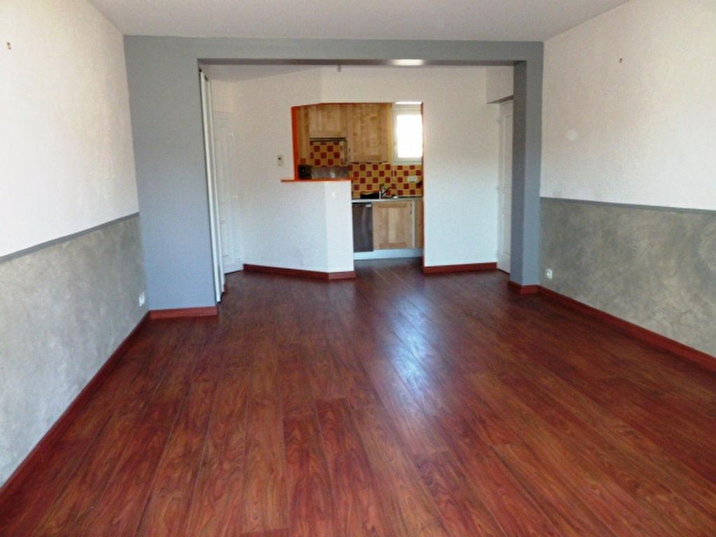 - A VENDRE - Appartement 3 pièces, jardin, parking - LAISSAC
