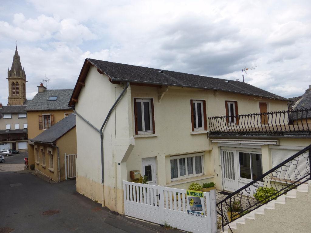 - A VENDRE - Maison en coeur de village, 6 pièces -  LAISSAC
