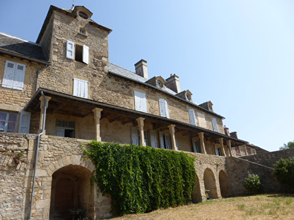 - VENDU - Maison  20 pièce(s) 700 m2