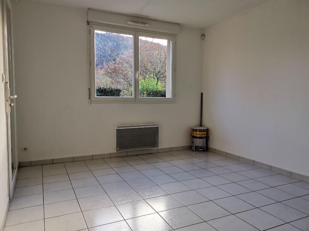 - A VENDRE - Appartement T2, 2 parkings - ESPALION