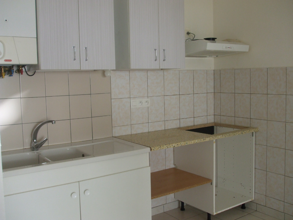 - A VENDRE - Appartement 2 pièces, balcon, parking - LAISSAC
