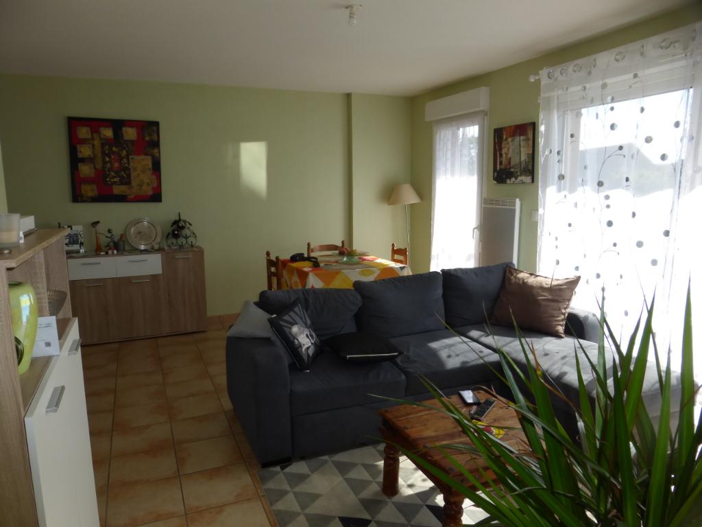 - A VENDRE - Appartement 2 pièces , garage - RIGNAC