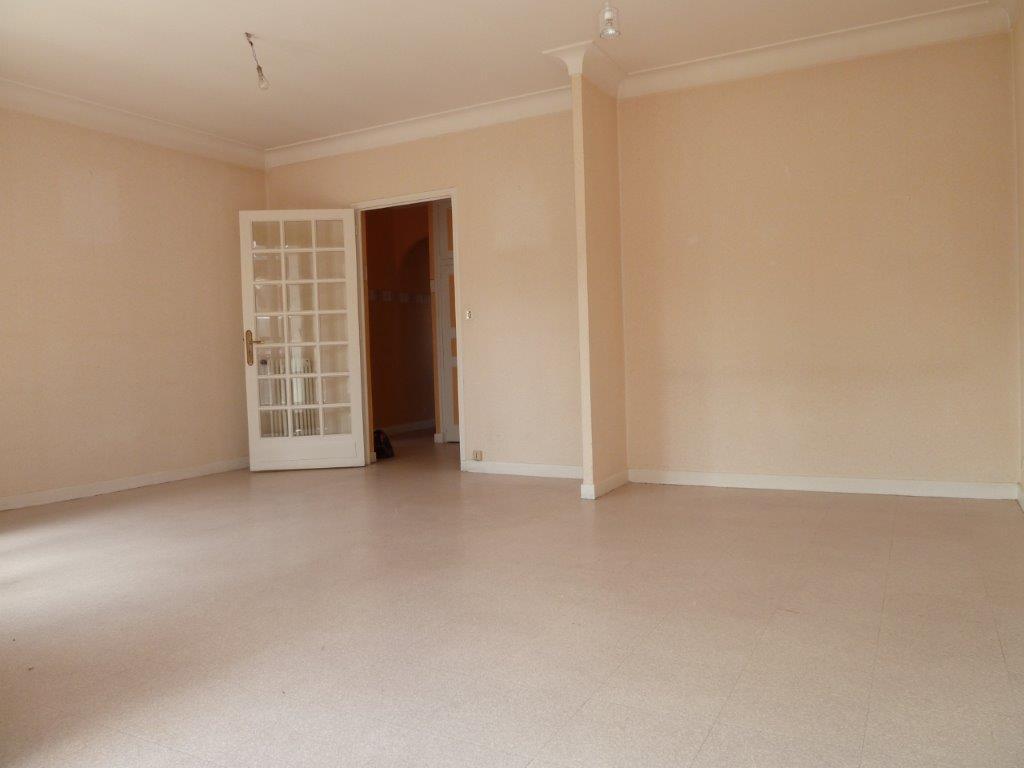 - A VENDRE - Appartement 3 pièces, 2 balcons - RODEZ