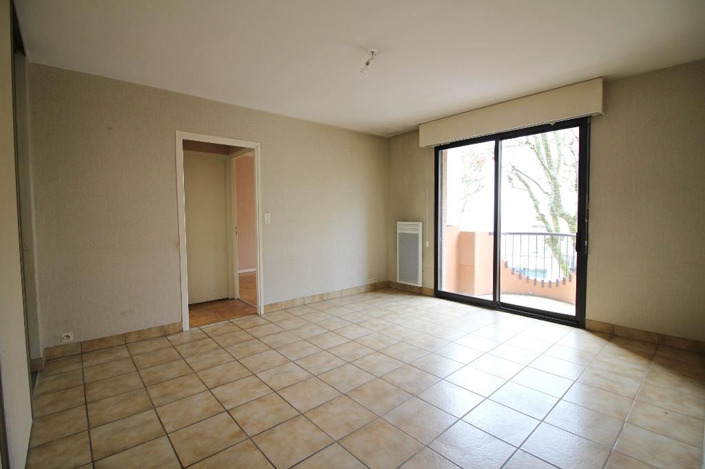 - SOUS COMPROMIS- Appartement 2 pièces, cave , Tour de ville - RODEZ