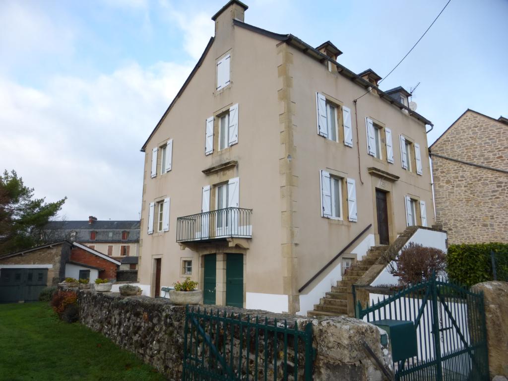 - A VENDRE - Maison 7 pièces 145 m2 - LAISSAC