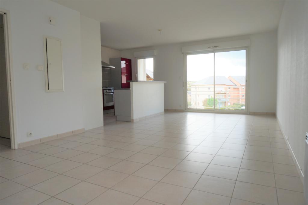 - A VENDRE - Appartement 3 pièces, balcon, 2 parkings - ONET LE CHATEAU