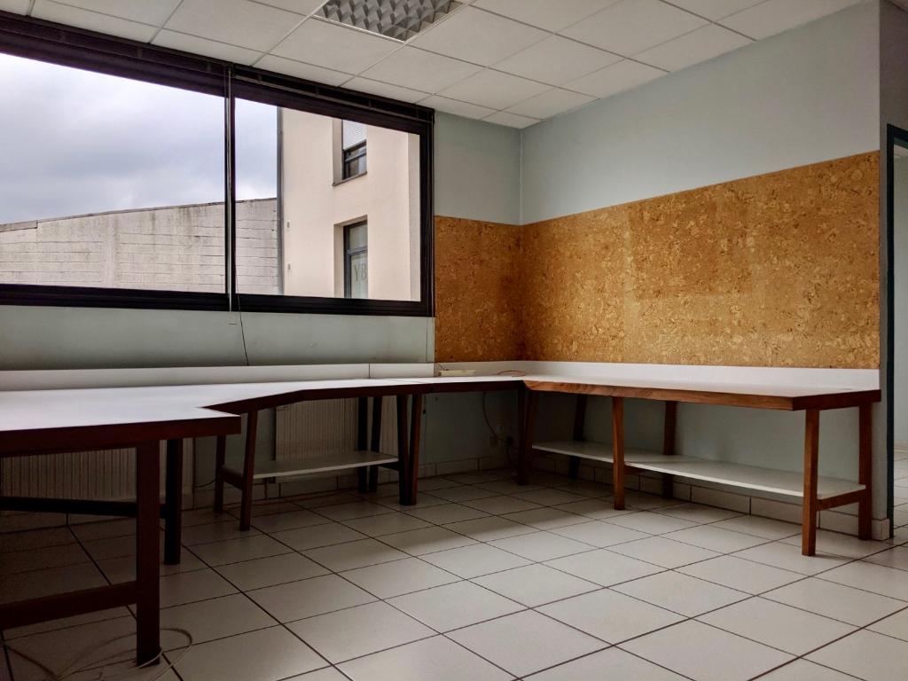 - A VENDRE - A LOUER - Local commercial - Bureaux, garages et archives - ONET LE CHATEAU