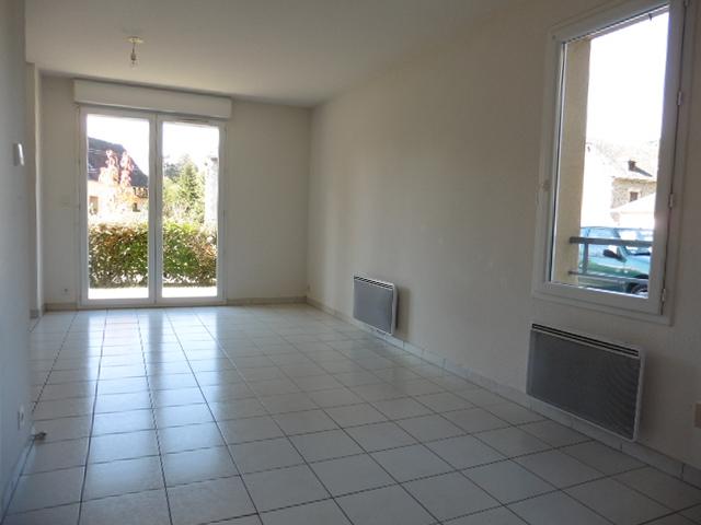 - SOUS OFFRE - Appartement 2 pièces, terrasse, jardin et parking - SAINT GENIEZ D'OLT ET D'AUBRAC