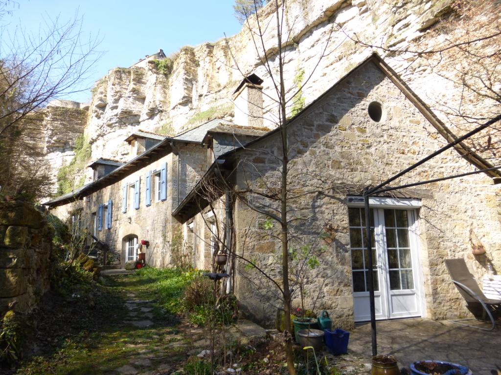 - A VENDRE -  Ancien Moulin 7 pièces - BOZOULS