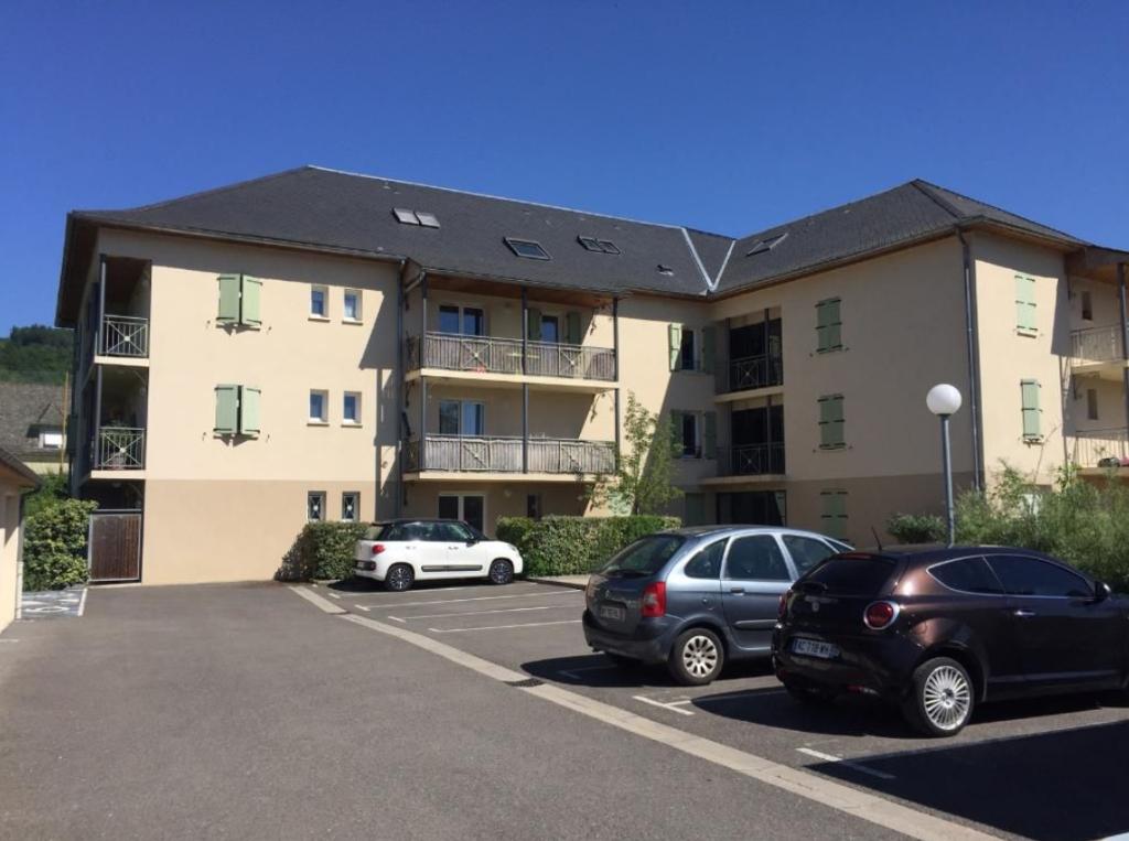 - A VENDRE - Appartement 2 pièces, parking - SAINT GENIEZ D'OLT