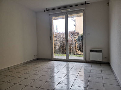Appartement ESPALION - 2 pièce(s) - 33.8 m² - Jardin privatif 20 m² - 2 parkings privatifs